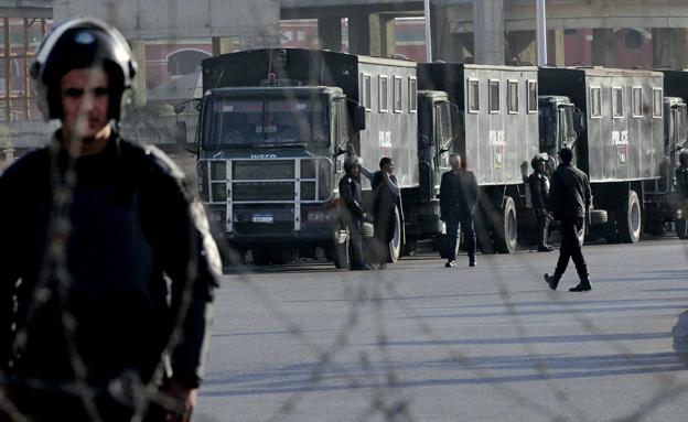 מה קורה מאחורי הגדר באקדמיה הצבאית בקהיר? (צילום: AP)