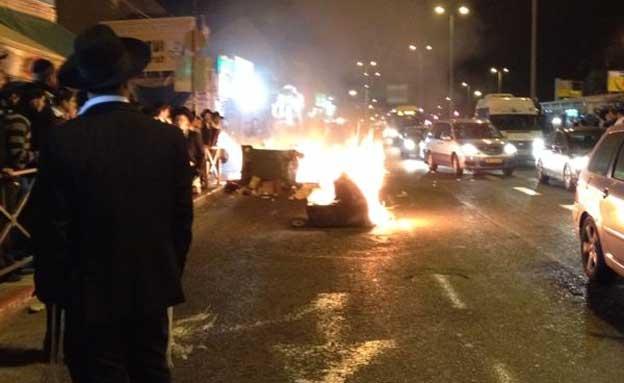 פחים בוערים בהפגנה בירושלים, הערב (צילום: הערשי פרלמוטר - חדשות 24)