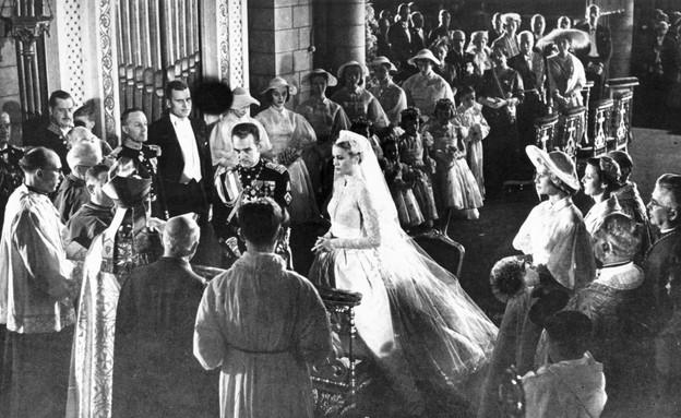 גרייס קלי והנסיך רנייה ביום חתונתם (צילום: Manchester Daily Express, GettyImages IL)