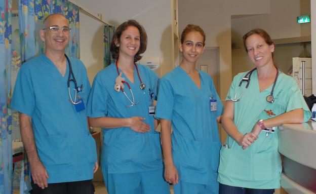 צוות מיון ילדים בבית החולים אסף הרופא (צילום: תומר ושחר צלמים)