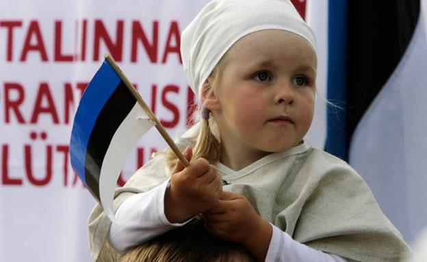"""""""ניקיון זה אצלם ב-DNA"""". ילדה מאסטוניה (צילום: רויטרס)"""