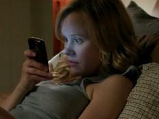 בחורה עם סלולרי