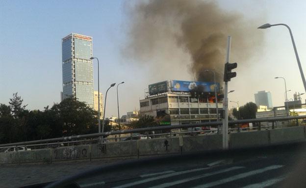 2 נפגעו קל בשריפה (צילום: מיכאל שרף)