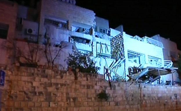 הבניין בו אירע הפיצוץ, י-ם, הלילה (צילום: חדשות 2)