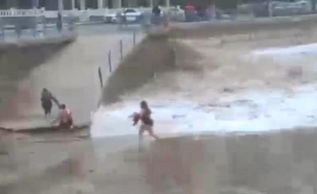 נסחפה בחוף (צילום: Live Leak)