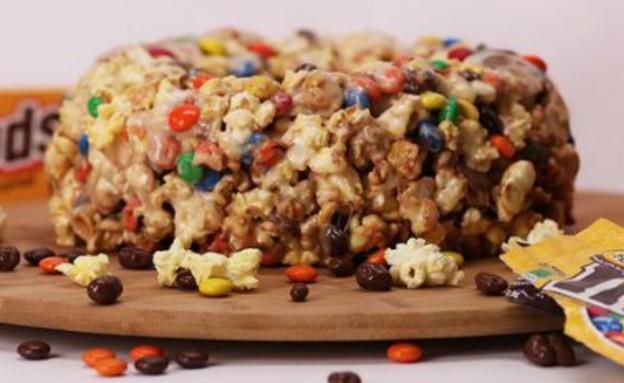 עוגת פופקורן וממתקים. לחסוך כסף (צילום:  Popsugar)