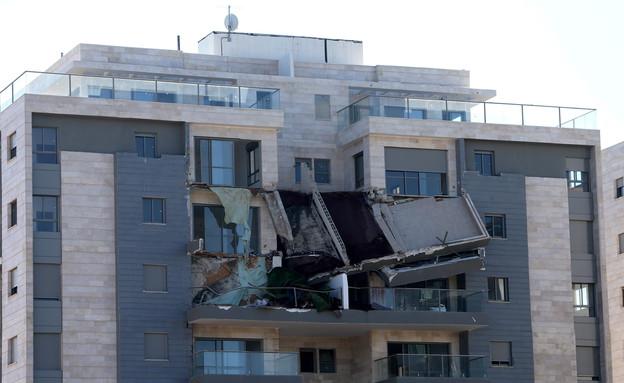 קריסת המרפסת בחדרה (צילום: נמרוד גליקמן ''הארץ'')