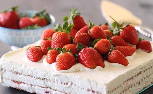 עוגת ביסקוויטים, גבינה ותותים בסירופ (צילום: חן שוקרון, אוכל טוב)