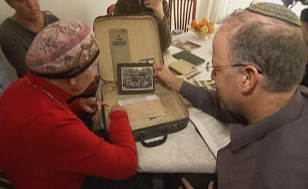 המזוודה של ראובן נפתחת (צילום: חדשות 2)