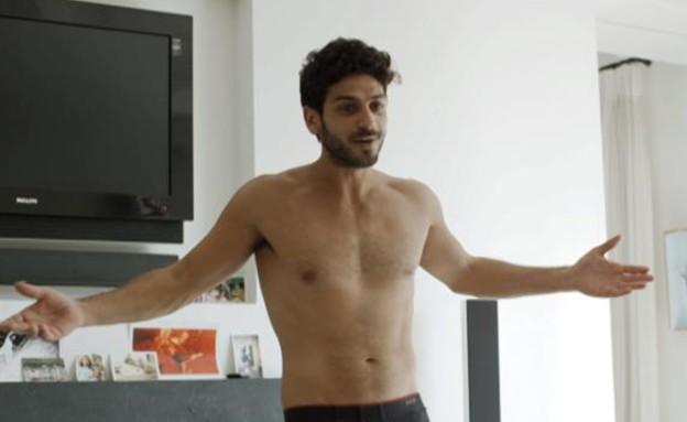 עמוס מציג לנועה את הגוף שלו (תמונת AVI: mako)