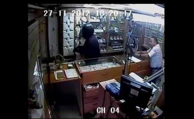 שוד חנות התכשיטים באשדוד (תמונת AVI: mako)