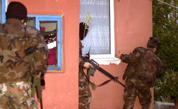 נעצרו בדלת. משטרת טורקיה (צילום: רויטרס)