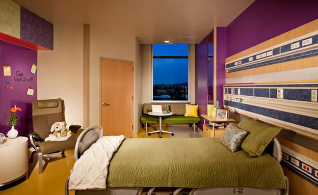 בית חולים ילדים, מיטה (צילום: openbuildings.com)