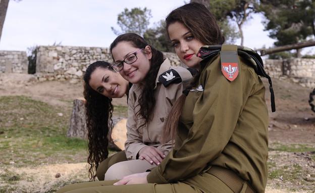 """הילה, רינת ואפרת ברקוביץ' (צילום: ליאור עפרון, עיתון """"במחנה"""")"""