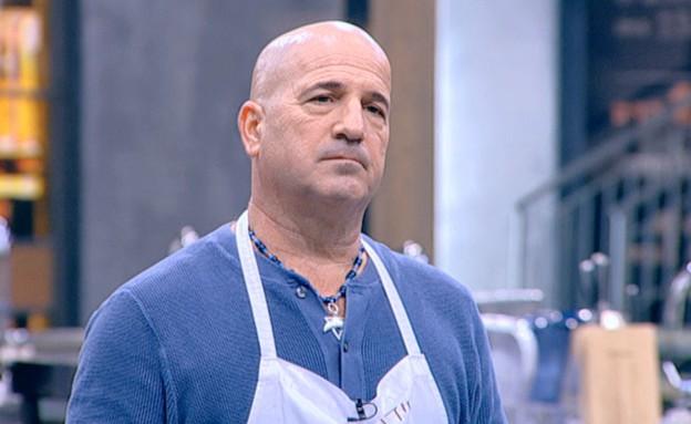 עידו מגיש ספגטי בולונז (תמונת AVI: mako)