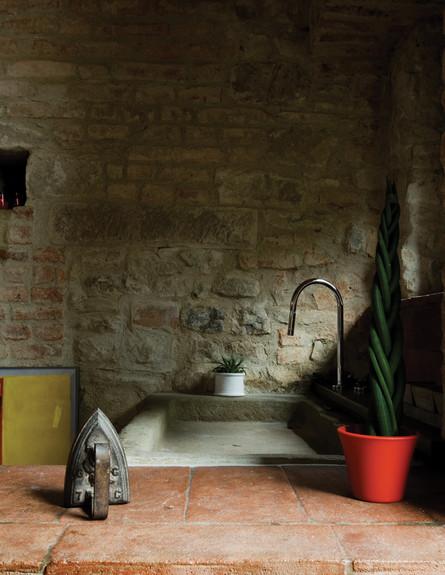 בית טוסקנה, אמבט ברז גובה