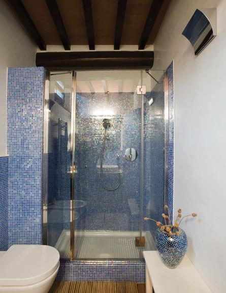 בית טוסקנה, חדר רחצה מקלחון גובה