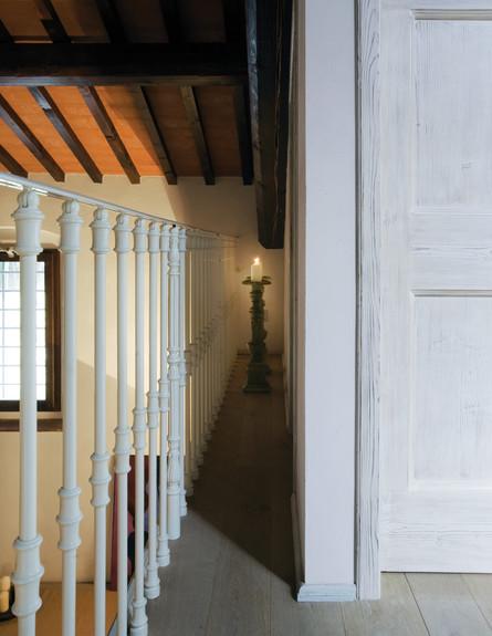 בית טוסקנה, מדרגות גובה