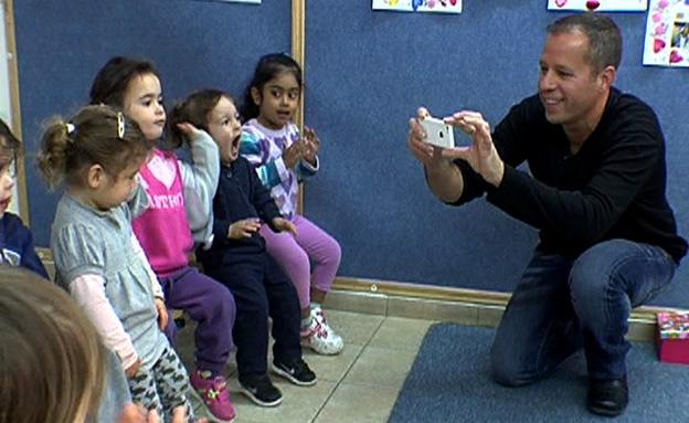 וואטסאפ גם בגני הילדים (צילום: חדשות 2)