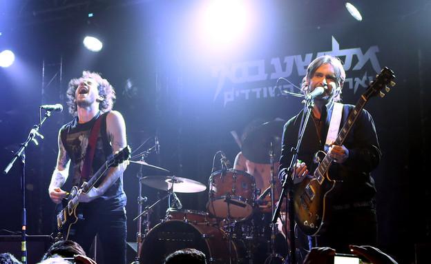 פיטר רוט ואלישע בנאי בהופעה בבארבי (צילום: אורית פניני)