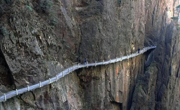מדרגות בהרים, על הקצה, קרדיט pixdaus.com (צילום: pixdaus.com)