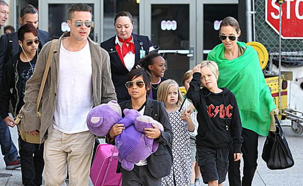 בראנג'לינה והילדים (צילום: Splash News, Splash news)