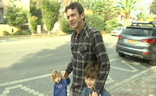מוקי עם הילדים (צילום: חדשות 2)