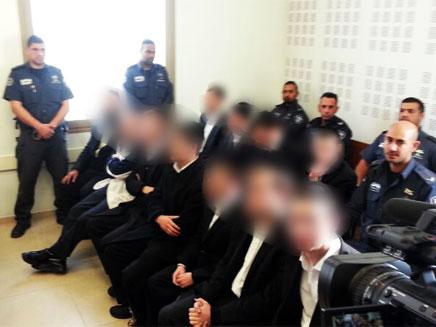 צפו: חרדים הציתו ניידת משטרה באשדוד