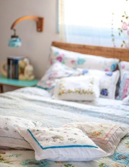 חדר לולנטיין, מיטה כריות גובה, צילום סיון אסקיו