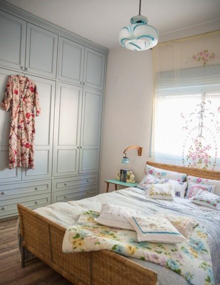 חדר לולנטיין, מיטה שמיכה גובה, צילום סיון אסקיו