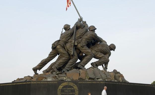 אנדרטה לזכר הקרב באיוו ג'ימה (צילום: Chris Greenberg, GettyImages IL)