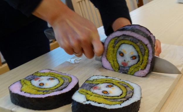 בחורה בסושי - חיתוך (צילום: צילום מסך מהאתר spoon-tamago.com)