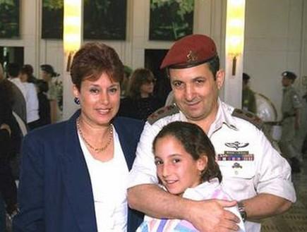 אהוד, נאוה והבת  (צילום: SA'AR YA'ACOV לע''מ)