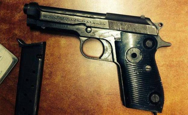 האקדח ההיסטורי הוחרם (צילום: תחנת משטרת קדמה)