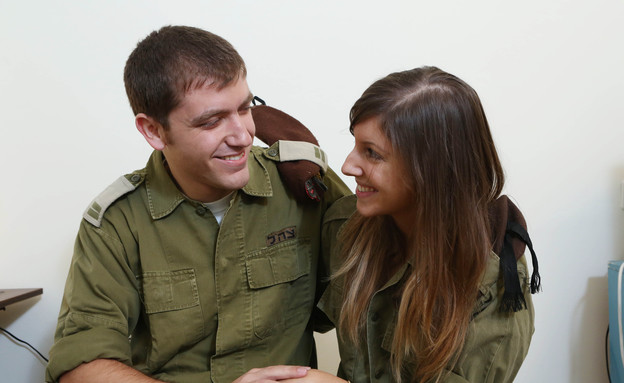 חיילים מאוהבים (צילום: עודד קרני)