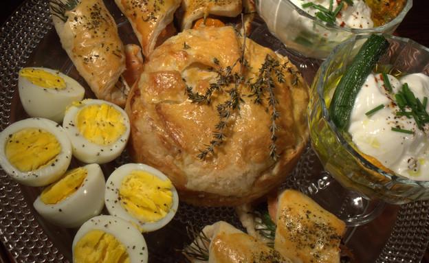 שניצולי גבינת עיזים ופשטידת גבינות ודג של צילה עופ (צילום: דניאל בר און)