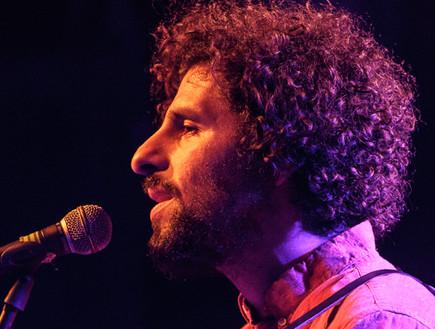 חוזה גונזלס, ג'וניפ, בהופעה בבארבי (צילום: גיא פריבס)