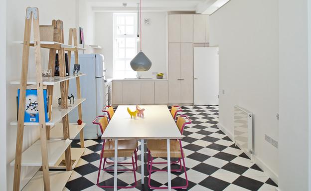 דירה בלונדון, מטבח שולחן (צילום: Peter Landers)