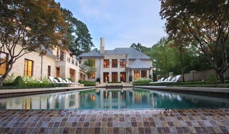 בית ג'סטין, חוץ בריכה (צילום: Sothebys Realty)