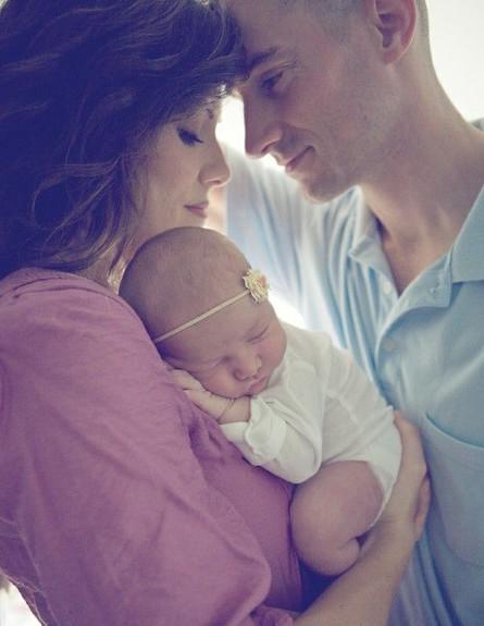 תמונות משפחה - אבא אמא תינוק (צילום: Laura Dominguez)
