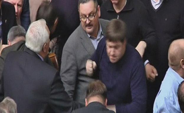 מכות בפרלמנט של אוקראינה (צילום: רויטרס)