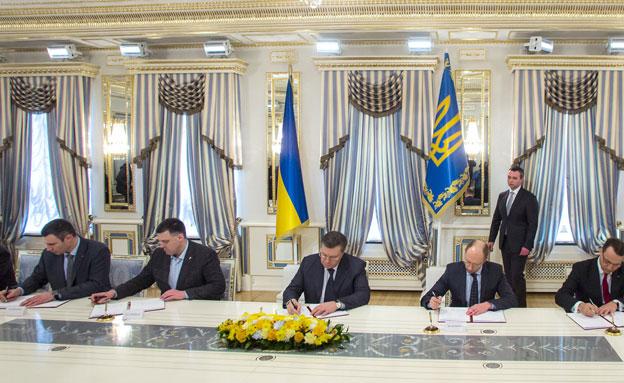 הסכם בין הנשיא לאופוזיציה (צילום: רויטרס)