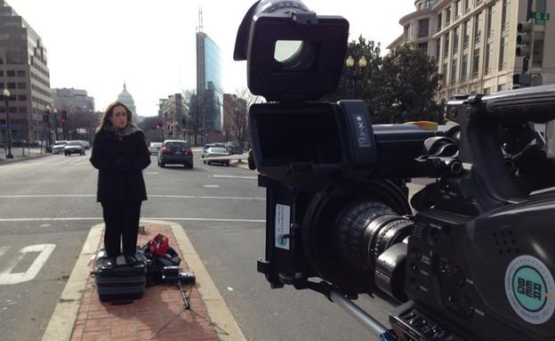 אילנה דיין ברחובות וושינגטון (צילום: רונן מאיו, עובדה)
