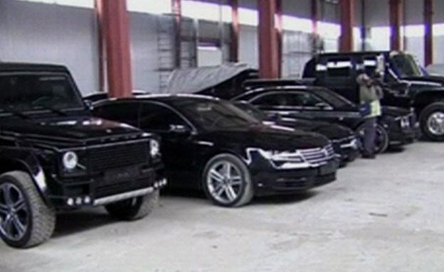 אוסף הרכבים של ינוקוביץ' (צילום: מתוך הסרטון)