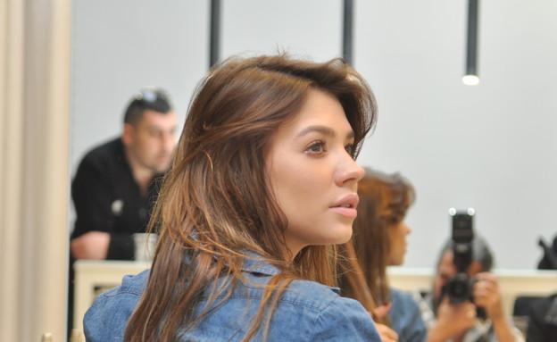 רוסלנה רודינה מסתפרת (צילום: צ'ינו פפראצי)