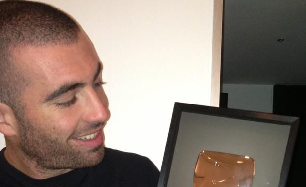 עומר אדם מקבל פרס מיו טיוב (צילום: באדיבות עופר מנחם תקשורת ויחסי ציבור,  יחסי ציבור )