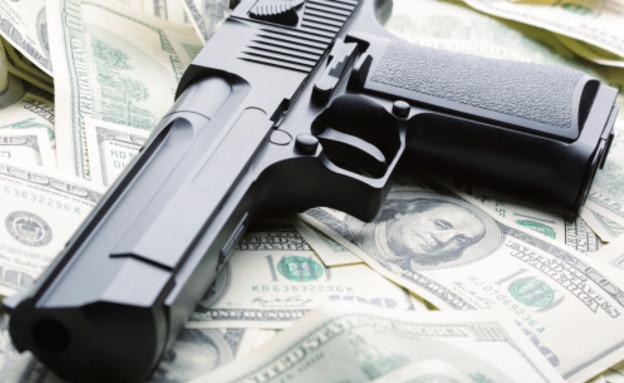 אקדח על כסף (צילום: אימג'בנק / Thinkstock)