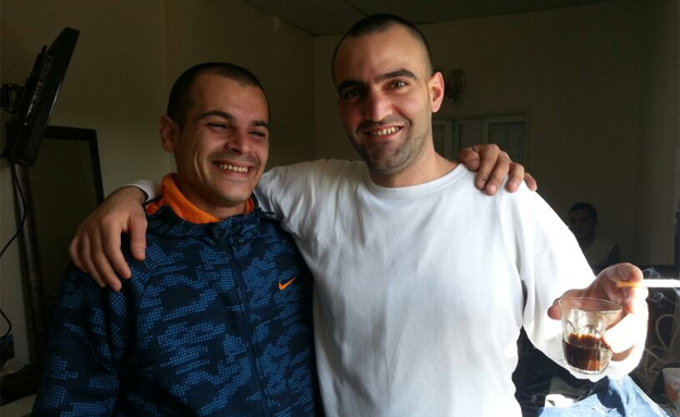 פליסיאן במעצר הבית יחד עם טרלן חנקישייב (צילום: עזרי עמרם, חדשות 2)