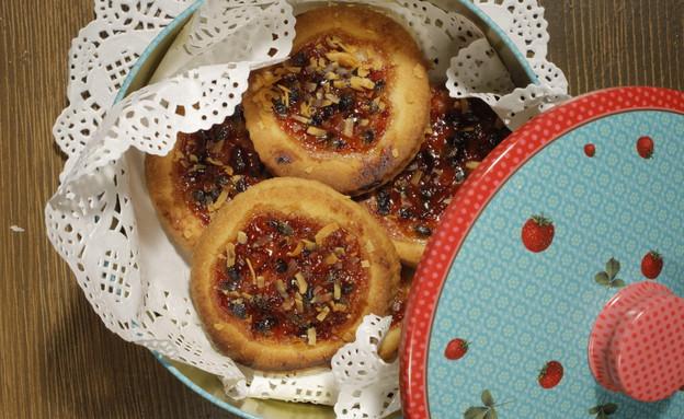 עוגיות ממולאות ריבת פטל ופסיפלורה של עידו קרוננברג (צילום: דניאל בר און)