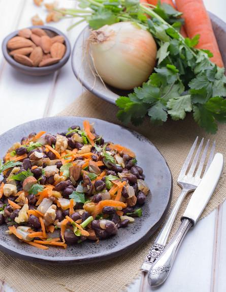 תבשיל שעועית אזוקי עם כוסברה, זרעי שומר ותערובת אג (צילום: דרור קליש)